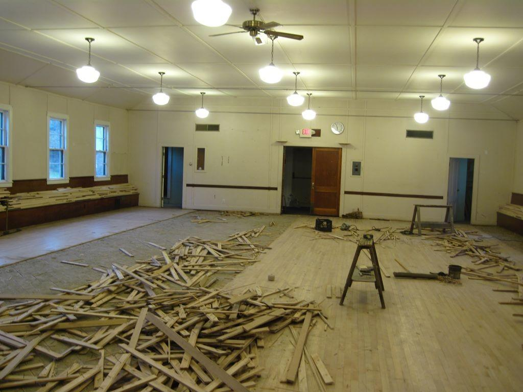 Taking out the old dance floor – 2_1024x768