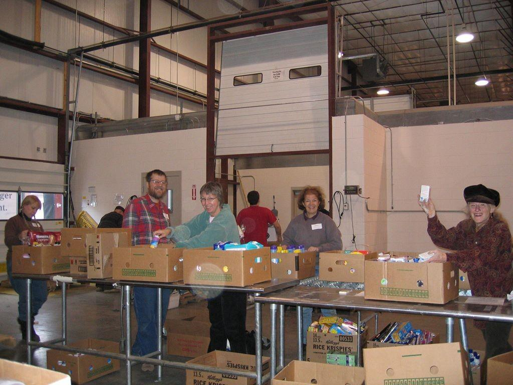 Volunteering at Foodbank – 2_1024x768